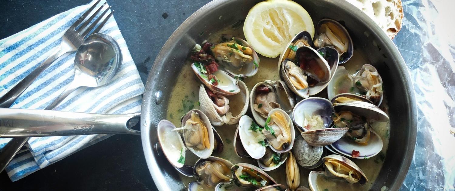 Clams with Lemon in a Pan at Staten Island Seafood Restaurant Marina Cafe